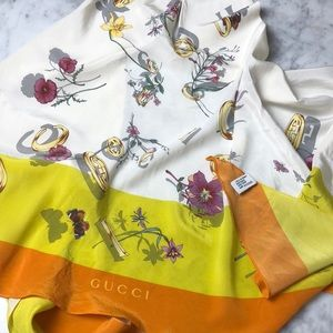 Gucci Tops - Gucci Printed Silk Scarf Top size S